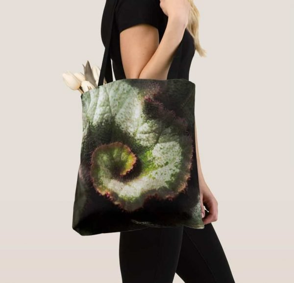Tote with fascinating foliage